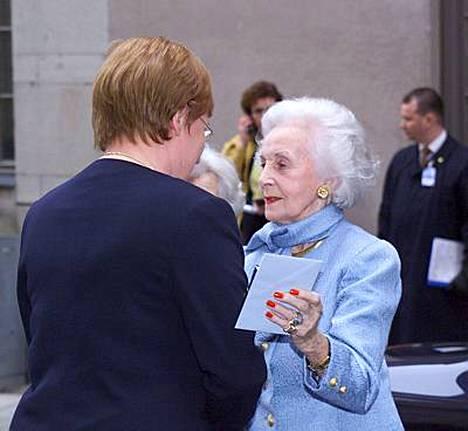 Prinsessa Lilian tapasi presidentti Tarja Halosen vuonna 2000 Tukholmassa.