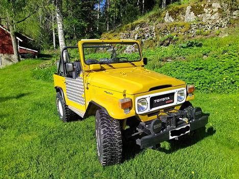 Seppo Nurminen omistaa tämän hienon keltaisen Toyotan.