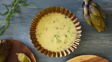 Keitetyn artisokan kanssa sopii vinaigrette, sitruuna- sekä voikastikkeet.