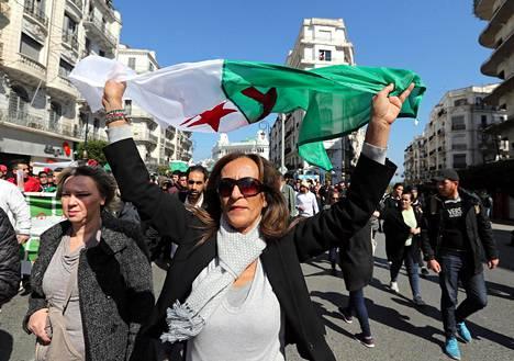 Algeriassa ei ole nähty yhtä laajoja mielenosoituksia sitten kahdeksan vuotta sitten puhjenneiden arabikevään tapahtumien.