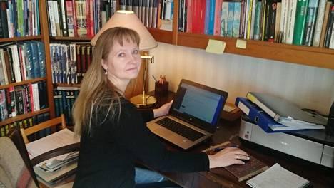 Hyvinkään museon amanuenssi Sari Mustajärvi toivoo pääsevänsä työpaikalleen edes kerran viikossa.