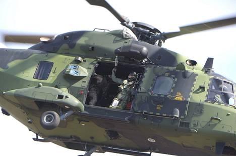 Erikoisjääkäreiden koulutukseen kuuluu muun muassa laskuvarjohyppy- ja helikopterikoulutusta. Kuvassa Utin jääkärirykmentin kuljetushelikopteri NH90.
