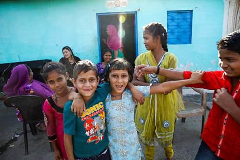 Suurin osa New Arif Nagarin asukkaista on uskonnoltaan muslimeita.