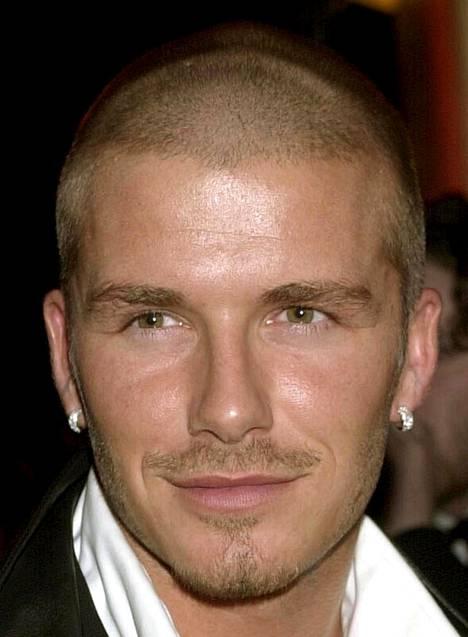 David Beckhamin hiusmuotia vuodelta 2000.