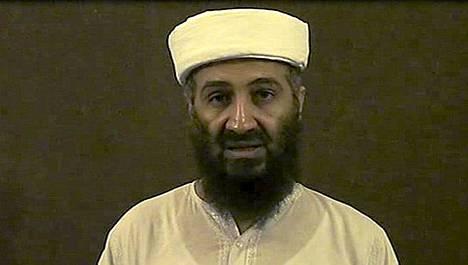 Osama bin Laden vuosi sitten julkaistussa videokuvassa.