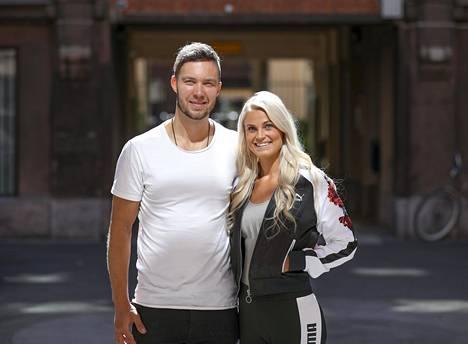 Lotta Harala ja poikaystävä, jääkiekkoilija Matias Myttynen vuonna 2018.