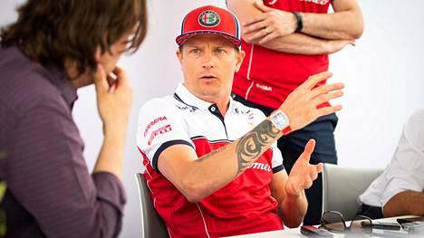 Kimi Räikkönen on MM-sarjassa yhdeksäntenä ennen sunnuntain Silverstonen osakilpailua.