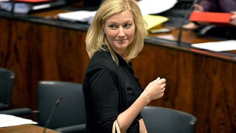 Peruspalveluministeri Maria Guzenina-Richardson lähti yhteiselle lomalle liikemies Hjallis Harkimon kanssa.