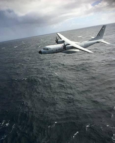 Portugalin rannikkovartioston lentokone kierteli matalalla.