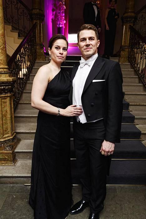 MM-sankari Kristian Kuuselan vaimon Salla Kuuselan asu oli klassisen musta.