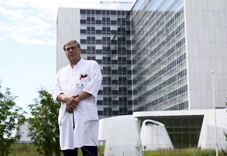 HUSin infektiosairauksien ylilääkäri Asko Järvinen.