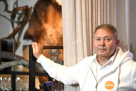 Aurinkomatkojen toimitusjohtaja Timo Kousa toivoo uusien Lapin- ja Rukan-matkojen ylläpitävän ja luovan matkailualan työllisyyttä Pohjois-Suomeen. Yksin Aurinkomatkat ei hänen mukaansa voi kuitenkaan alaa pelastaa.