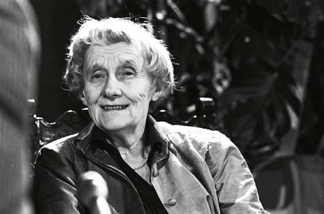 Astrid Lindgren vieraili Helsingissä Ruotsalaisen teatterin Ronja Ryövärintyttären ensi-illassa 1987. Rakastettu kirjailija kuoli 94-vuotiaana vuonna 2002.