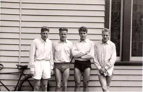 Melbournen soutukilpailut järjestettiin Ballratin radalla. Suomalaiset joutuivat harjoittelemaan kisojen alla kauluspaidoissa ja kalsareissa, koska kisa-asut saapuivat Australiaan myöhässä.
