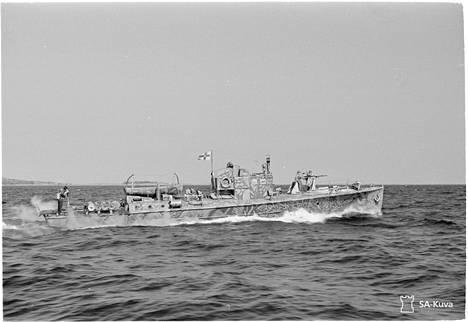 Saattuetta turvannut vartiomoottorivene löysi Lauri Pätärin pimentyneeltä mereltä.