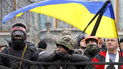 He vastaavat nyt Kiovan turvallisuudesta: mielenosoittajat kokoontuivat lauantaina hallintokortteliin, josta mellakkapoliisi oli poistunut.
