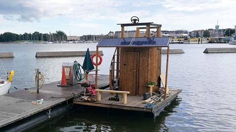 Janne rakensi neljässä päivässä kelluvan saunan, jonka moottori, jääkaappi ja lamput toimivat aurinkokennoilla – aikoo seilata sillä Tallinnaan