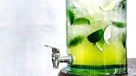 Inkivääri-limettibooli on trendikäs alkoholiton juhlajuoma.