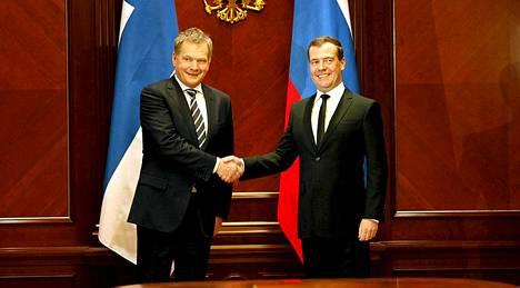 Presidentti Niinistö ja pääministeri Medvedev tapasivat Medvedevin virka-asunnolla Gorkissa Moskovassa.