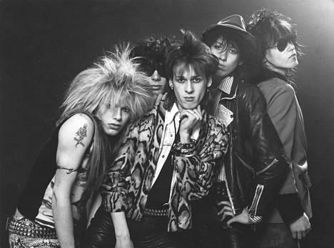 Hanoi Rocks vuonna 1981. Kuvassa keskellä Andy McCoy.