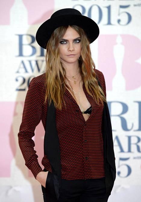 Brittiläinen supermalli Cara Delevingne Brit Awardseissa helmikuussa 2015.