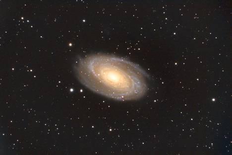 Boden-galaksi sijaitsee Ison karhun tähdistössä noin 12 miljoonan  valovuoden päässä Maasta. Boden-galaksin Hiekkalinna kuvasi  muutama viikko sitten. Kuvaa on valotettu 3 tuntia 50 minuuttia.