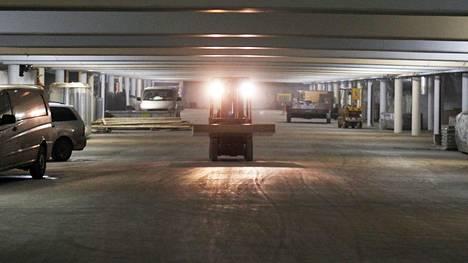 Kuvassa vuonna 2011 vielä rakenteilla ollut Töölönlahden pysäköintilaitos.