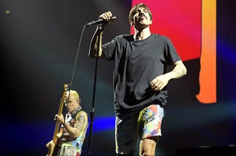 Yhtye esitti heti keikan alussa bändin suurimpia hittejä.