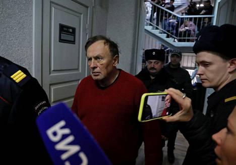 Arvostetun Napoleon-tutkijan maineessa ollut Oleg Sokolov vangittiin maanantaina kahdeksi kuukaudeksi. Hän on alustavissa kuulusteluissa myöntänyt naisystävänsä surman ja kertonut katuvansa tapahtunutta.