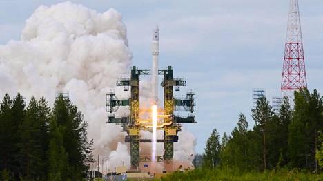 Venäjä valmistelee ydinaseensa kantorakettia Plesetskissä, Arkangelin alueella. Kuvassa Angara 1.2PP -raketin ensimmäinen laukaisu heinäkuussa 2014.