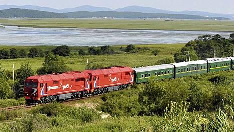 Venäjän kaukoidässä lauantaina kuvattu juna, jonka uskotaan kuljettavan Kim Jong Iliä.