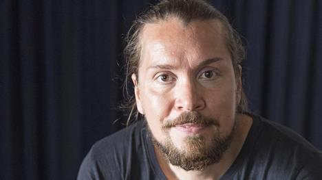 Elokuvaohjaaja Taneli Mustonen sai kutsun Linnan juhliin.
