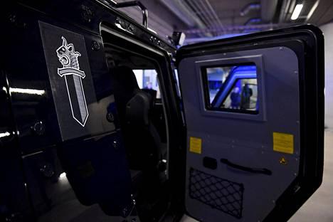 Panssaroituja ajoneuvoja esiteltiin Helsingin poliisilaitoksen tiloissa 18. joulukuuta Poliisihallituksen järjestämässä tiedotustilaisuudessa.