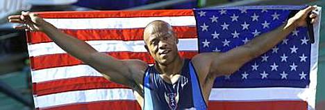 Maurice Greene voitti 100 metrin maailmanmestaruuden Edmontonissa 2001.