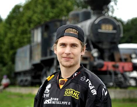 Michael Keränen pelasi viime kauden HIFK:ssä. Kuva vuodelta 2017, jolloin hyökkääjä pelasi Kookoon riveissä.