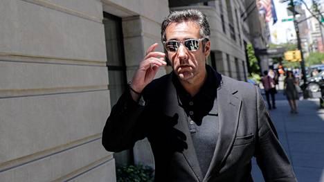 Michael Cohen poistumassa hotelliltaan New Yorkissa 15. kesäkuuta.