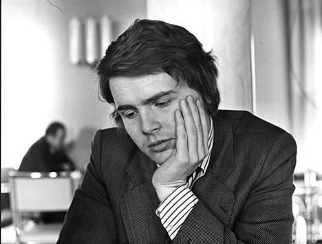 Sdp:n kansanedustaja Lasse Lehtinen 1973. Kansanedustajana hän kiersi kehitysmaita taloudellisten kehitysmaasuhteiden neuvottelukunnan varapuheenjohtajan ominaisuudessa.