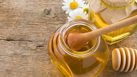 Hunaja pehmittää ja kosteuttaa ihoa.