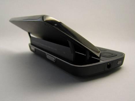 N97:ssä on uudenlainen avausmekanismi.
