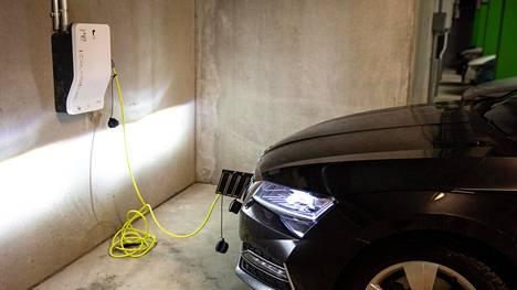 Sähköautojen määrä kasvaa nyt nopeasti.