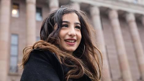 Helen Hamxaaghaei valittiin Vantaan nuorisovaltuustoon suurimmalla äänimäärällä. Hän asuu Pähkinärinteessä ja haluaa opiskelemaan oikikseen.