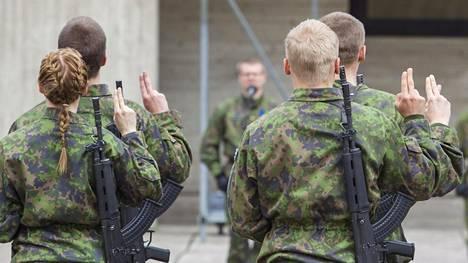Varusmiesten valatilaisuus Kainuun prikaatissa 15. toukokuuta 2015.