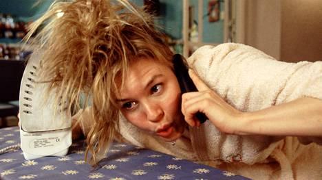 Joskus hävettää kuin Bridget Jonesia konsanaan. Elokuvan monet nolot kohtaukset ovat tapahtuneet myös tosielämässä – valitettavasti. Kuva elokuvasta Bridget Jones – Elämä jatkuu.