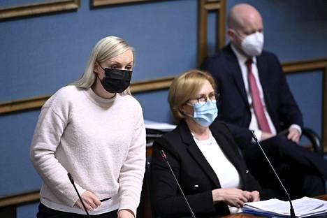 Sisäministeri Maria Ohisalo halusi antaa yrityksille mahdollisuuden palkata Suomessa jo olevia ja ihmisille tilaisuuden maksaa veroja.