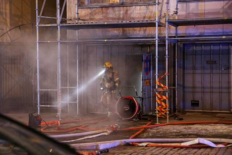 Paloa sammuttamassa oli seitsemän pelastuslaitoksen yksikköä.