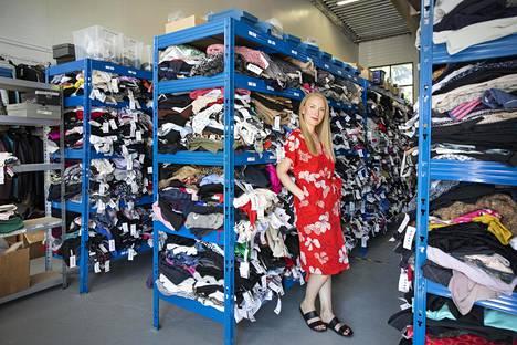 """""""Käytetyn vaatteen ostaminen mielletään yhä liian vaikeaksi"""", Rekin toimitusjohtaja Bertta Häkkinen sanoo."""