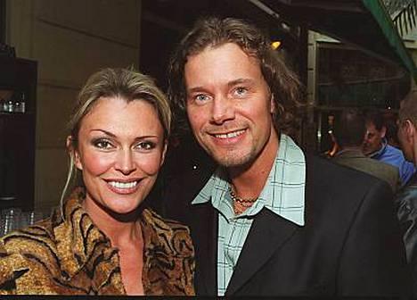 Anne Hedman hakee yksin lopullista avioeroa miehestään, tennisvalmentaja Jari Hedmanista.