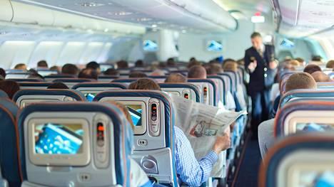 Pahimmat mokat listattiin – 4 sääntöä, jotka jokaisen tulisi muistaa lentokoneessa, jotta et olisi se kamalin matkustaja