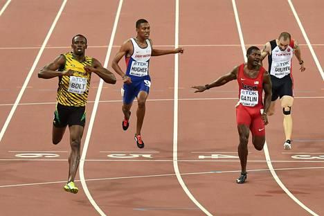 Justin Gatlin hävisi Usain Boltille täpärästi 200 metrillä.