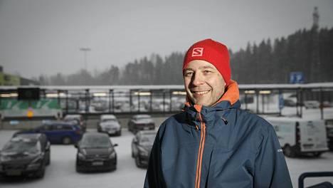Potkut saadessaan Markus Leino, 46, oli hieman alle 40-vuotias. Hän arvioi, että it-alalla pitkää kokemusta usein karsastetaan. Toissa vuonna hän kuitenkin pääsi uudestaan it-alalle samantyyppisiin töihin kuin Nokia-vuosinaan.